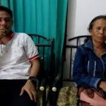 Mariana Nainggolan bersama berenya bermarga Sinaga ketika melaporkan kehilangan keluarganya Rahman Naibaho dikantor Radio Samosir Green, Minggu, (16/10).