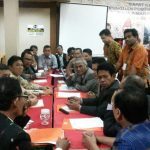 Suasana Rapat Komisi B yang dipimpin Ir. Tumpal Simarmata (Am. Agung)