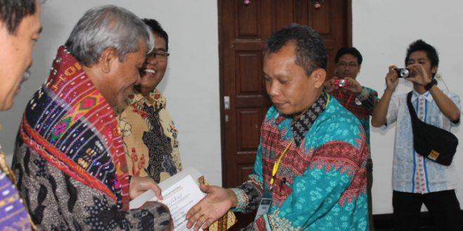 Seminar Forum IHAN BATAK, Mesdin Simarmata Minta Penguasaan Lahan Tetap Ditangan Masyarakat Asli Daerah