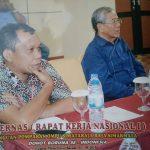 Janner Raja Simarmata Ketua Bidang Hubungan Masyarakat Menggunakan Baju Batik