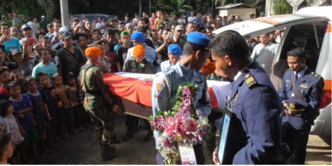 Jenazah Kapten Jhan Parlin Saragih Simarmata Co Pilot Pesawat Hercules Tiba Dirumah Duka