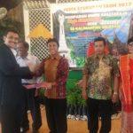 Kol.Nasib Simarmata, SH., M.Si berjabatangan dengan Pengurus baru Simarmata Se Kalimantan Selatan Ir. Albert Simarmata, M.S