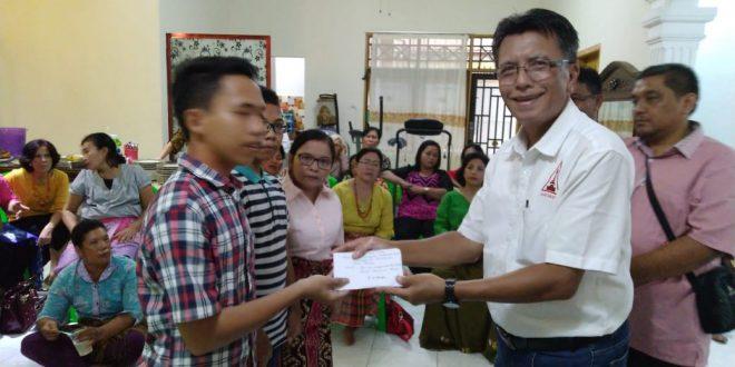 DPP Punguan Simataraja Salurkan Bantuan Beasiswa